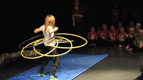 Cirkusnummer på TaiKons julfest, 15.12.2012.