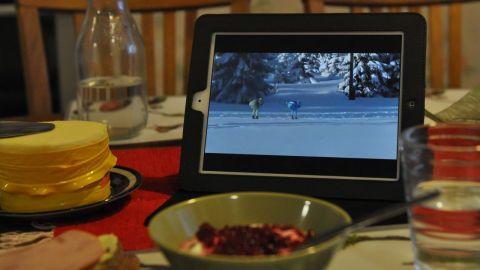 Lukas Bauer och Anders Aukland ensamma i täten i vintrig Jizerska terräng.