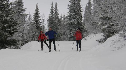 Marit, Kjell-Magne och Christine på en återhämtande skidtur