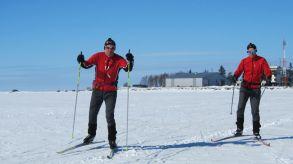 Utanför Sommarösund med sjöbevakningsstationen i bakgrunden