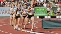 Johanna Lehtinen leder 1500 m loppet, vilket hon också vann.