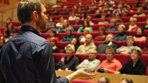 Kostdoktorn Andreas Eenfeldt föreläser i Korsholms kulturhus, 4 februari 2014