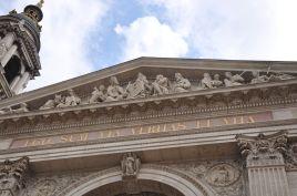 Ovanför ingången till Sankt Stefansbasilikan står: Jag är vägen, sanningen och livet.