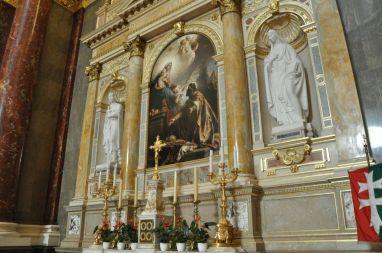 Ett sidoaltare i Sankt Stefansbasilikan.
