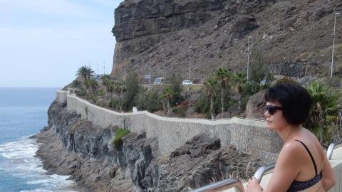 Fina vyer från strandpromenaden mellan Puerto Rico och Amadores.