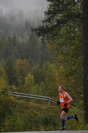 Jouni Holappa segrade på helmaraton med tiden 2:45:03