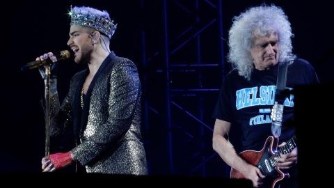 Sångaren Adam Lambert och gitarristen Brian May
