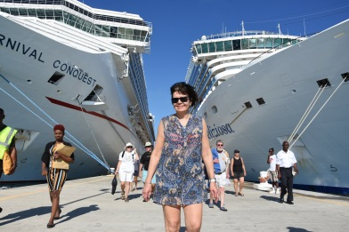 Vårt kryssningsfartyg Costa Deliziosa till höger